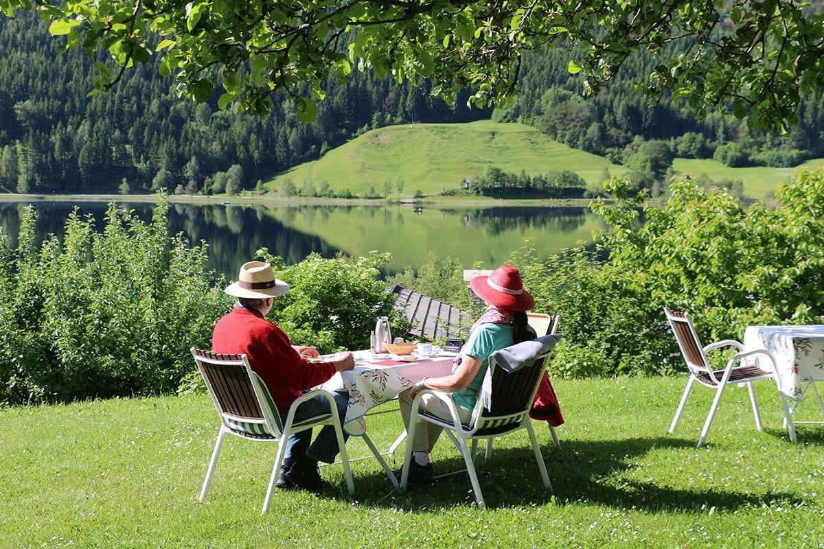 2_Fruehstueck-im-Obstgarten